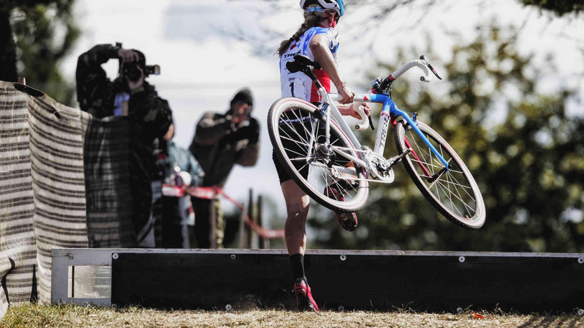 woman ciclocross